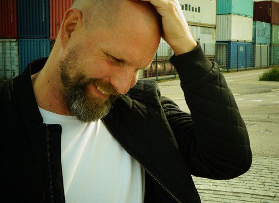Muusikko Olli Helenius. Kuvaaja Jani Laukkanen.